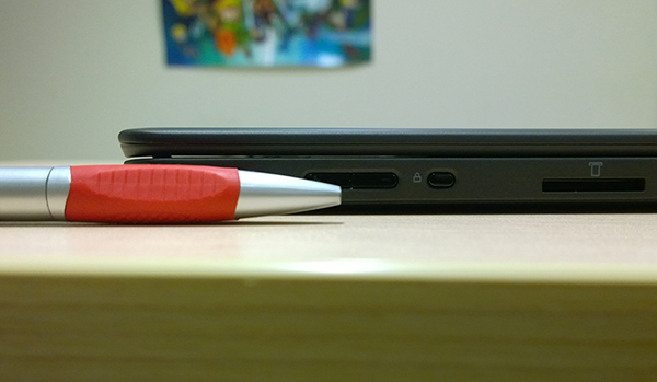 Lenovo_Thinkpad_Yoga_S1-pen